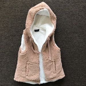 NWOT. Love Tree | Hooded Sherpa vest. Sz Small